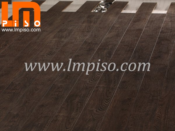 Black color abrasion resistant EIR finish laminate flooring